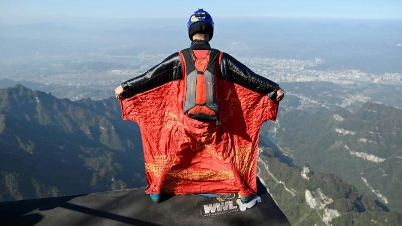 Zhang in Wingsuit